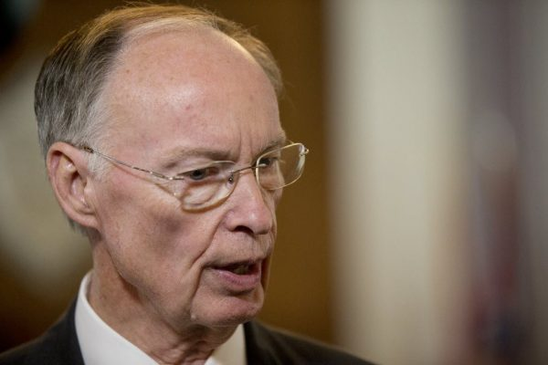 Alabama Governor Robert Bentley resigns, Kay Ivey sworn in.